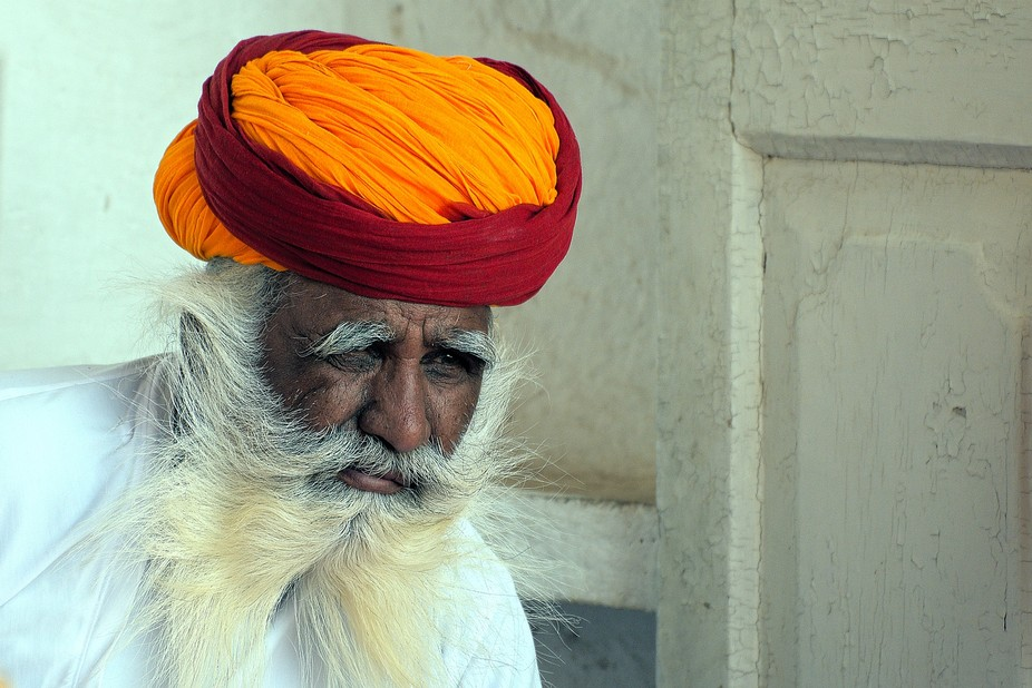 A long distance capture in Rajasthan. The burst of color of his turban crowning the distant look ...