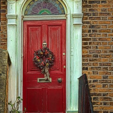 A festive decorated door on a Townhouse in Chester