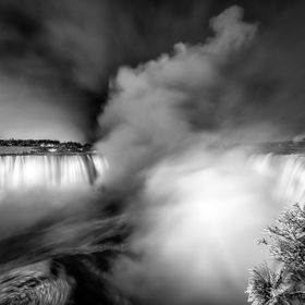 The Canadian Horseshoe Falls on a frosty cold night.