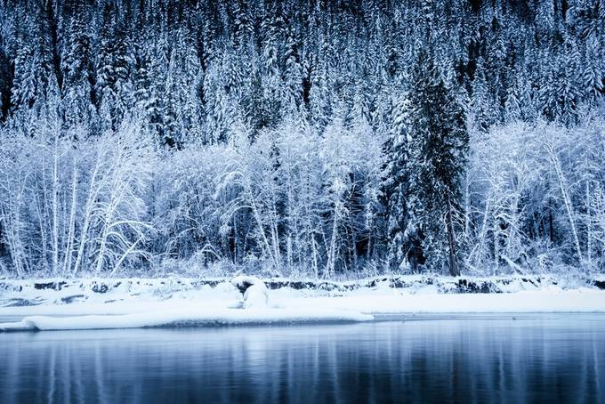 First day of 2018 nice hike along the valley making my way towards the snowy river bank of Squamish river just before the sun was setting river flowing quietly captured this beautiful snowy landscape.
