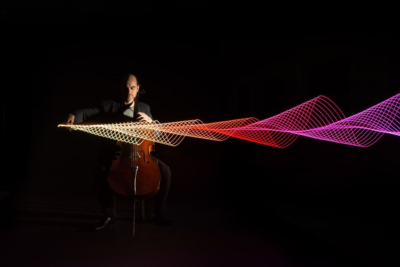 Photo session with cellist Antonis Pratsinakis in the studio. An LED strip with changing colours was taped to the bow. While the cellist played in the dark, the camera was moved horizontally, thereby visualising his music. A flash was fired at the end of the exposure. Inspired by Stephen Orlando.