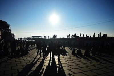 #sillouette #sillouettephotography #shadows #people #sky #croud #bangalore #iphone6 #mobilephotography #hillstation #nandi #vsco #vscoedited #vscofilter #i_gram #indiahobbygraphy #sunlight #nature #sunrise #oppositesunlight #bluesky