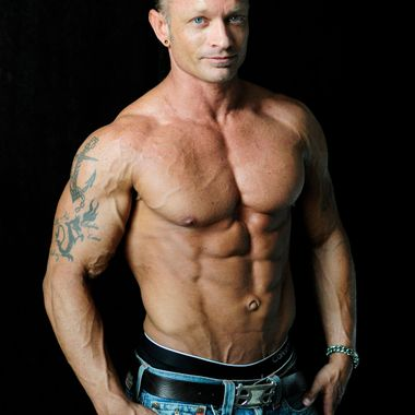 Andy is a NPC competitor, co-owner and manager of Aspire Fitness Club of Southern Oregon