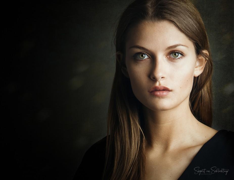 Model: Laura
