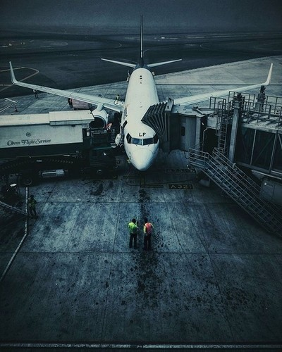 Early morning. Men at work for a smooth ride. ????✈❄