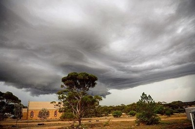 Big cloud, #rainyday #cloud#stormyweather#stormcloud#ruralaustralia #agriculturalaustralia #agricultralaustralia #australianbush#wow_australia#port_lincoln #eyrepeninsula #nikond810#stormyweather#australiagram#wow_australia #australia_shotz