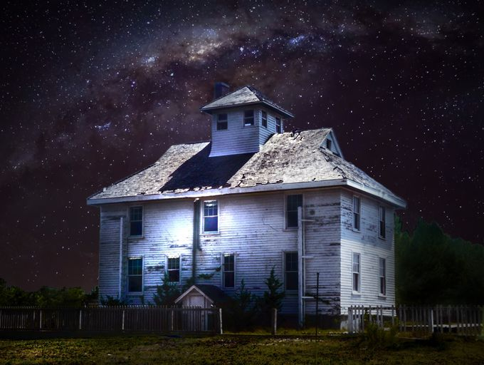 house by samlindop - Capture The Milky Way Photo Contest