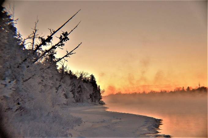 Shot from the U.S. side of Rainy River not far from the Int'l Falls dam at sunset in 20 below zero f weather. One of my favorite winter spots. Nikon D3400 18-55 lens