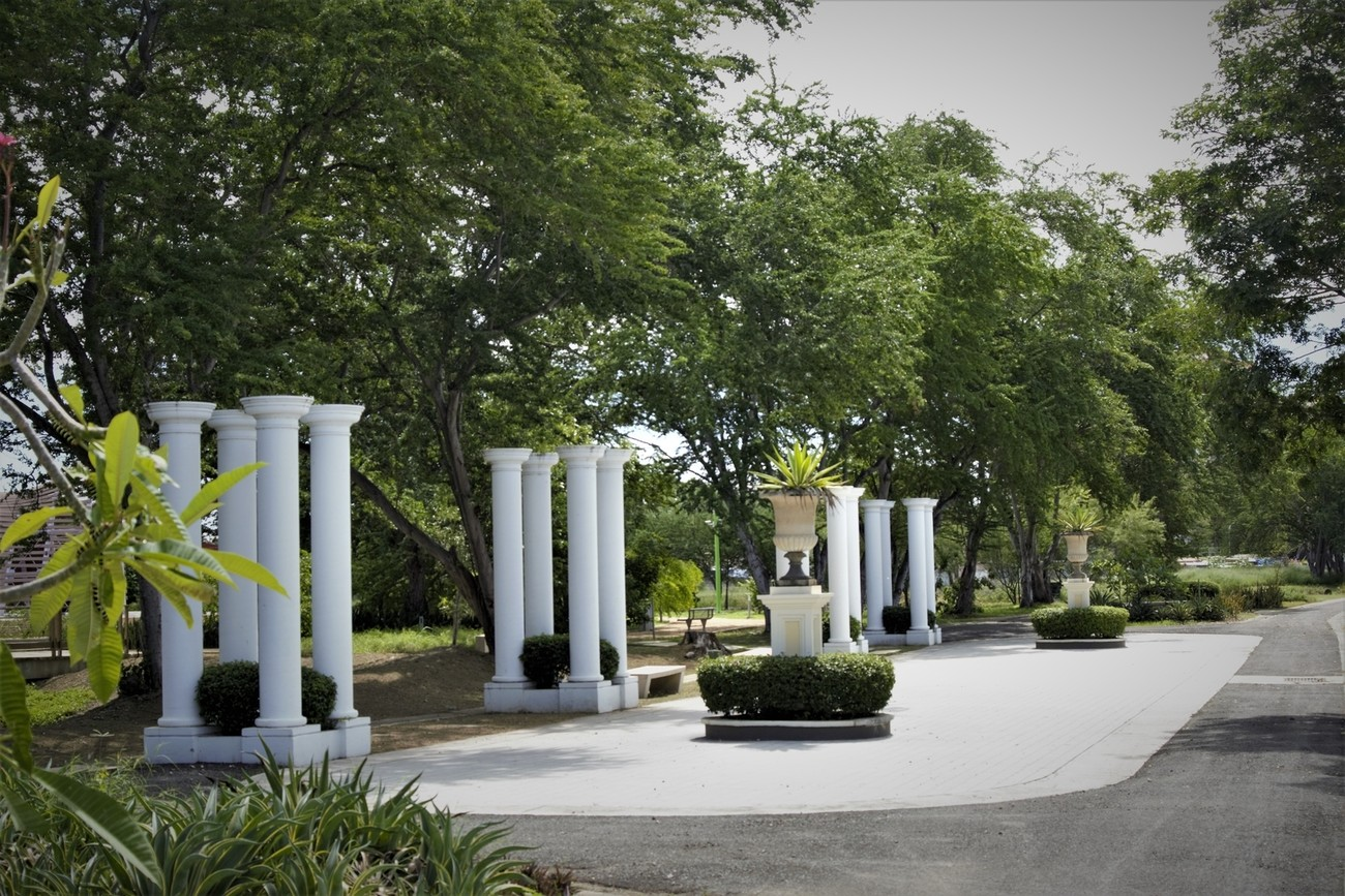 This Roman Garden is on a Passive Park in Ponce, Puerto Rico, it is very relaxing and there are seasonal Birds in this park.