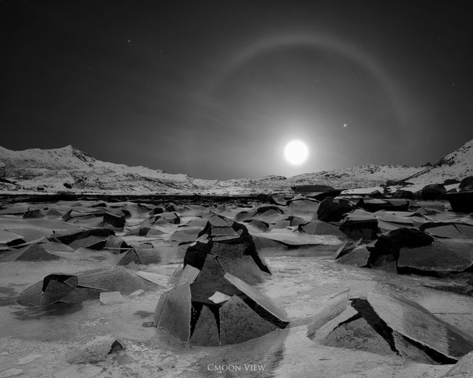 Korona by CmoonView - Winter In Black And White Photo Contest