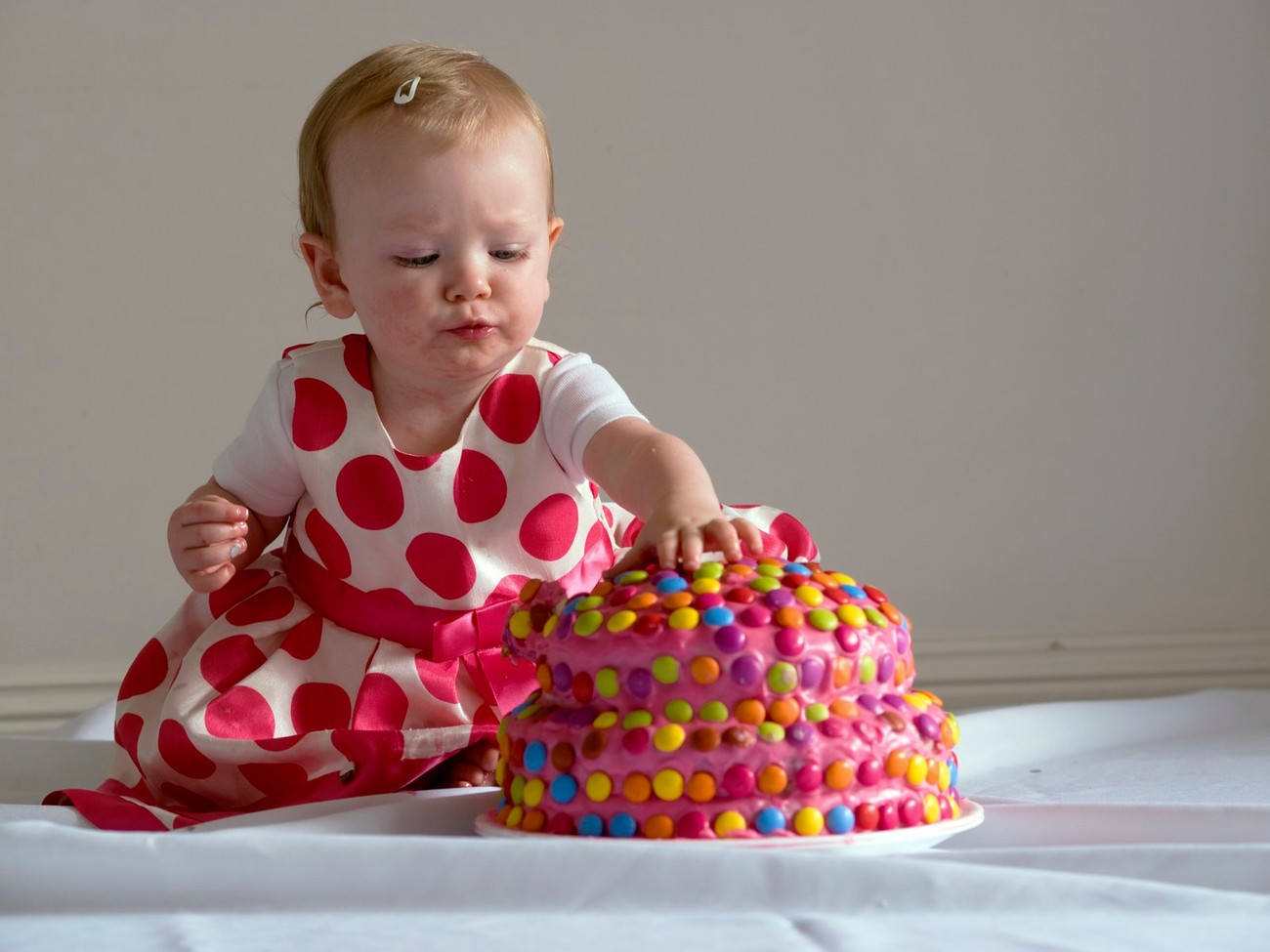 Lexi didn't want to smash the cake up like her mother intended her to do, instead she just picked off the bits off interest, which I thought made better photos anyway