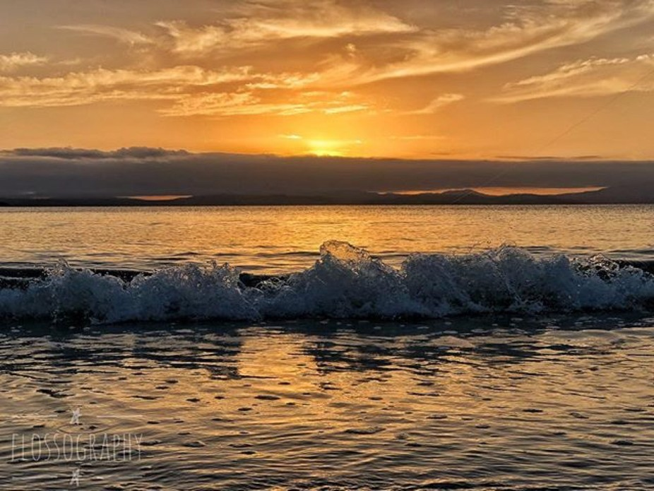Setting sun ☀️ #sunset #beachview #waves #seaspray #Hey_ihadtosnapthat #discovertasmania #tas...