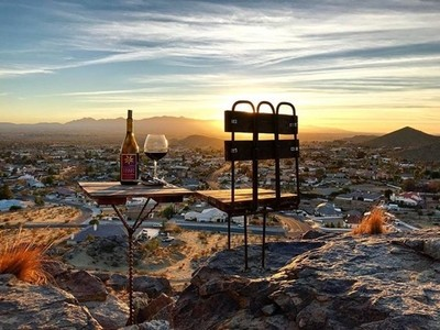 Someone #drilled #rebar #woodchairs into the #mountain #rocks behind the #applevalley house. How could I not take advantage?! #tobinjames #wine & a #desertsunset #skyview ???? ????  #november #sunset madness continues...