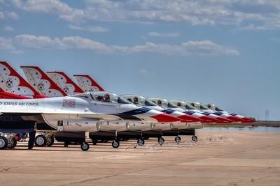 Thunderbirds - US Air Force - Flight Demonstration Team