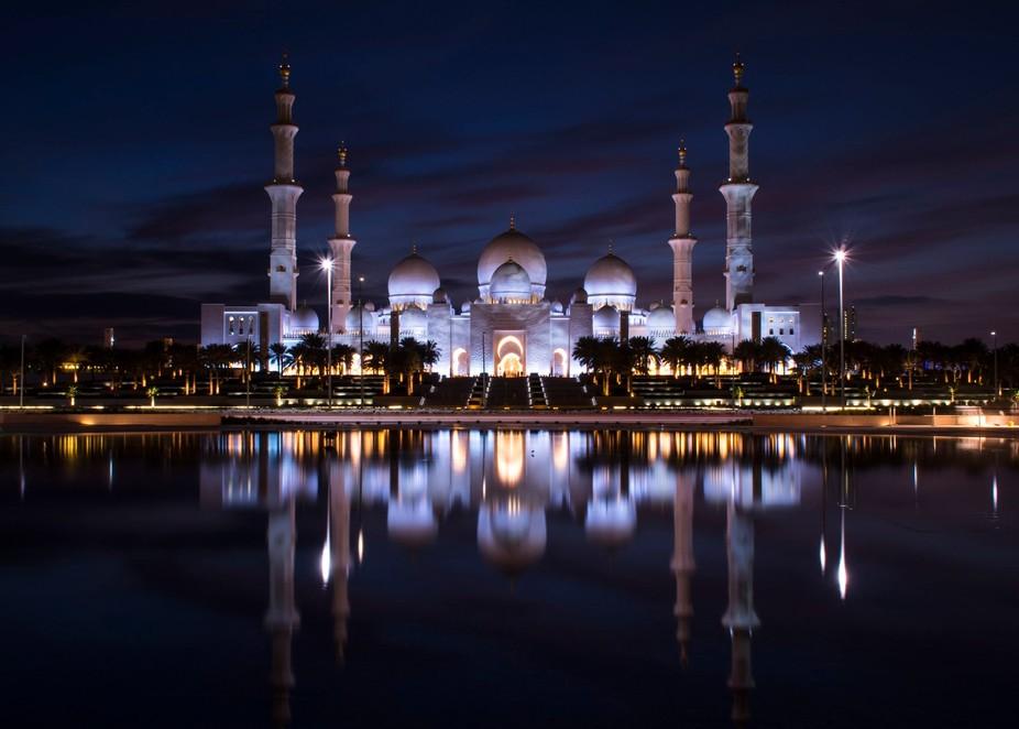 Sheikh Zayed Grand Mosque reflection