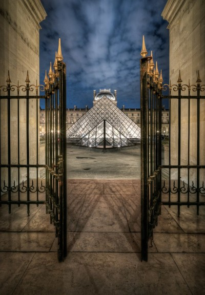 France - The Doors are closing at Louvre