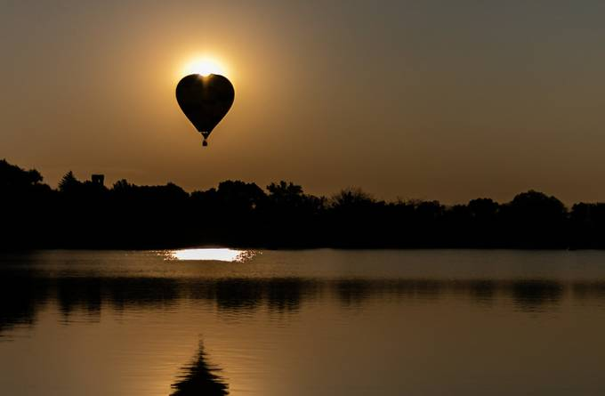 Early Morning Balloon by tobysummers - Show Balloons Photo Contest