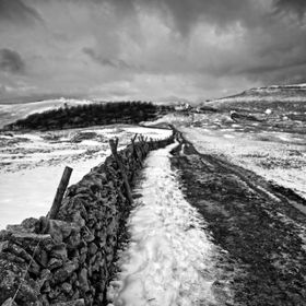 footpath leading up to Mam Tor taken from close to the top of Winnats Pass