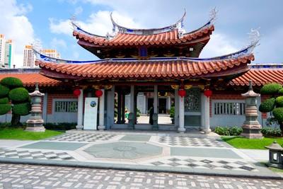Shuang Lin Temple Entrance