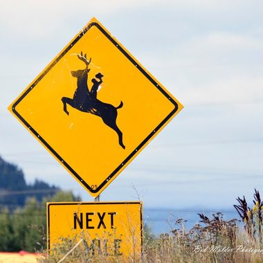 A modified Wyoming game crossing sign.