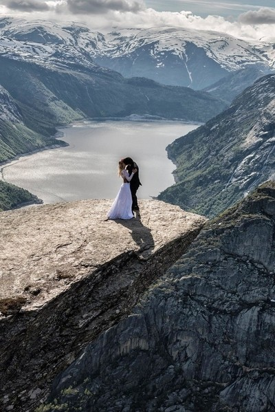 trolltunga Norway11hours climb on icy mountain just to reach this spot, th