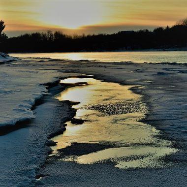 Shelf ice sunset on Rainy River Nikon D3400 pop