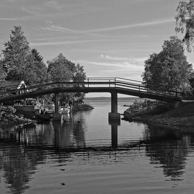 I took this photo when me and my wife visited Sweden in the year 2015. While we were walking around the village of Spikarna, which was by the sea, I took some photos. This was one of the photos that I took that day.