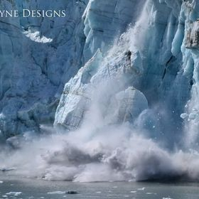 A spectacular moment on the coast of Alaska when a huge section of ice from a snowcap collapsed into the ocean.
