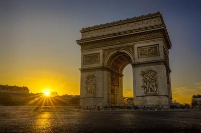 Sunset at the Arc de Triomphe in Paris
