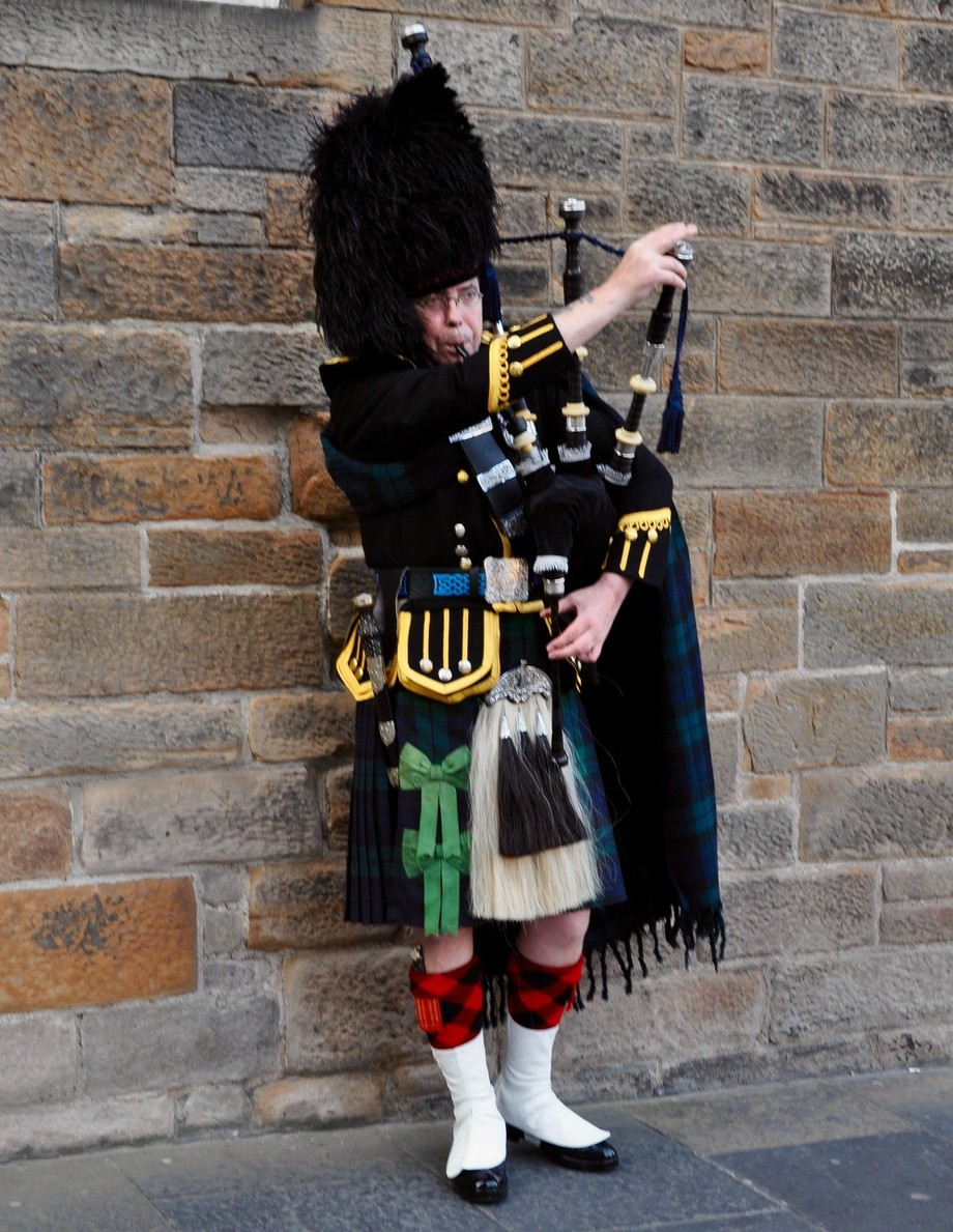 The Piper of the Royal Mile - Och aye.