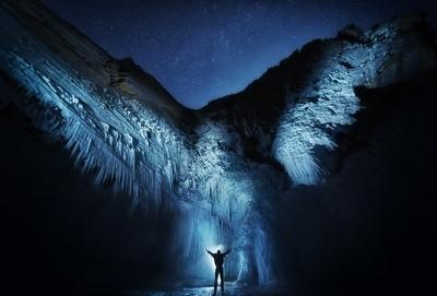 Explorer. Wings of ice