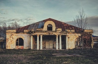The first ever covered tennis court in Romania !! #romania  #roemenie #rumanien #roumanie #ig_romania #ig_europe #ig_europa #theimaged #intalnirelapalat #folkscenary  #igersromania #abandonedplaces #abandoned_junkies #kings_abandoned #abandoned_world #ark