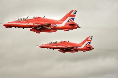 A pair of Hawks from the Red Arrows