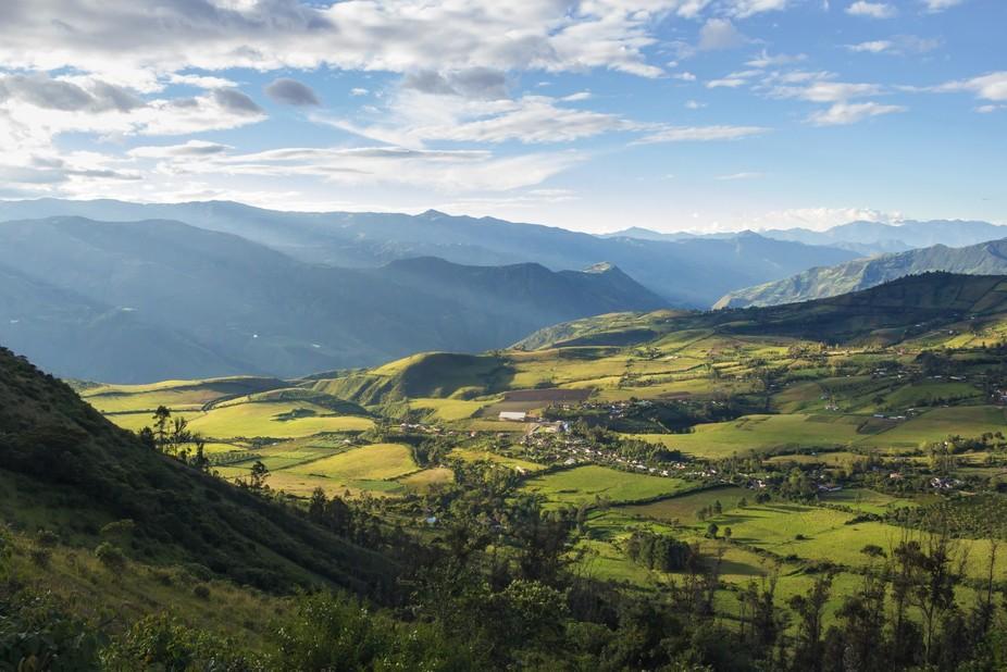 Cielo, montaña, cañón, verdes y azules se juntan para crear los paisajes del sur de Colombia.