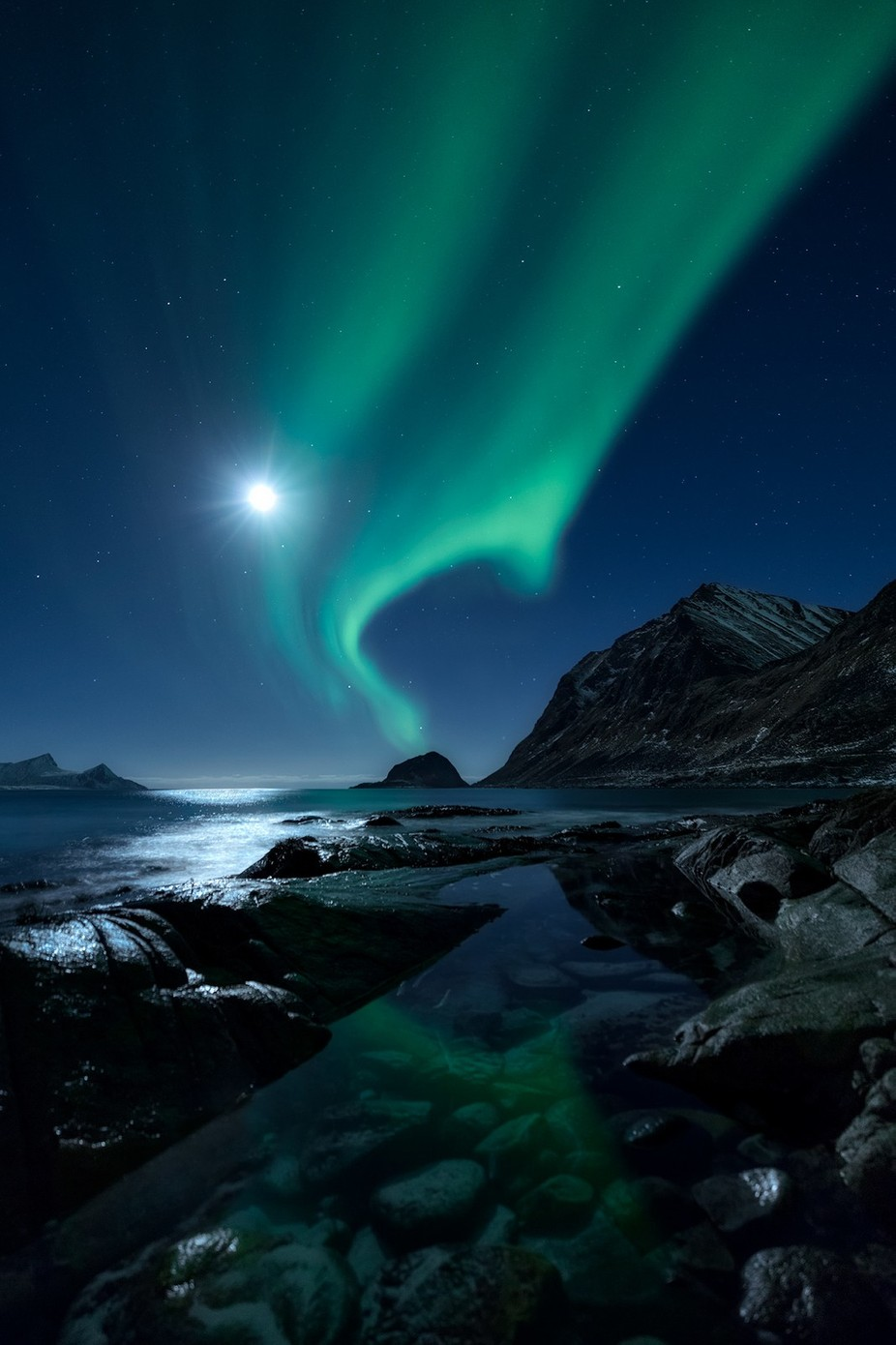 Aurorascape by Mbeiter - The Night And The Mountains Photo Contest