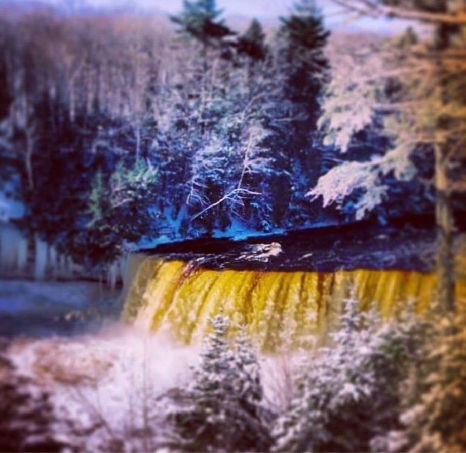 tahquamenon falls UP Michigan