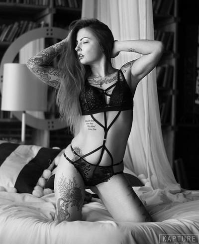 Model Heather Witmer #boudoir #boudoirphotography #bnw #bnwphotography #kapturephotos #bnwmood #boudoirinspiration #lingeriemodel #lingerie #model #modellife #modeling #model???? #bnwphotography #sensual #sensuality #girl #blackandwhite #boudoirshoot #alt