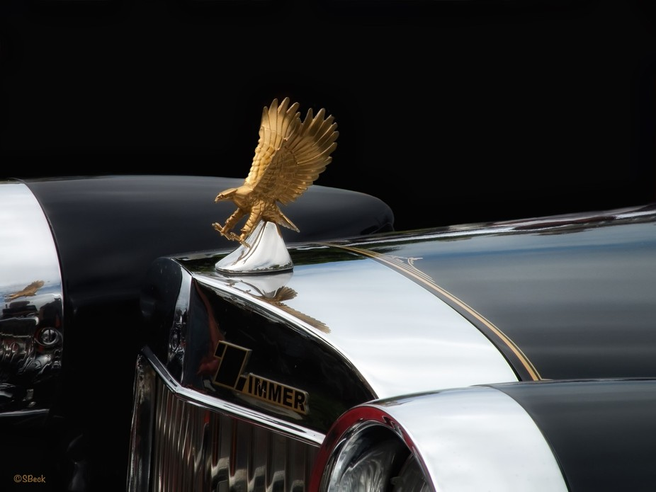 One of my most exciting vintage car shots.....that gold hood ornament showed up everywhere!