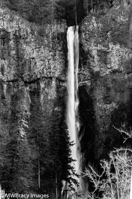 Multnomah falls b&w (1 of 1)