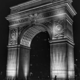 . . . . . #washingtonarch #newyork #unitedphotolovers #blackandwhite #blackandwhitephotography #blackandwhitephoto #arch #monument #structures #h...