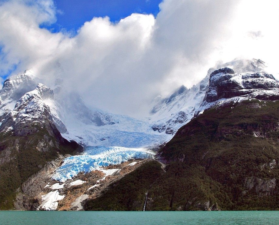 The Balmaceda glacier, in Chile's Torres del Paine, as it appeared at the end of 2005. Back then the glacier had already receded significantly; it once extended right to the water. Details: Canon EOS 5D, Canon 24-105 mm IS, at 28 mm. ISO 200, f/14, 1/500 sec.