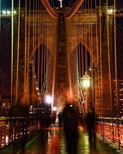 . . . . . #brooklynbridge #bridges #bridge #people #sky #photography #nikonphotography #nikond750 #unitedphotolovers #nyc #nycphotography #newyork #newyorkcity #snappingshotsonthebridge #nightphotography #longexposure #longexposure_shots  #peopleinmotion