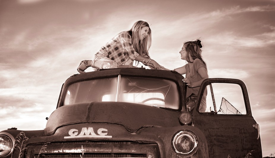 Girls on top of Truck-5088