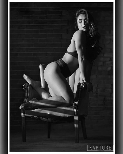Model @maya_modeling #boudoir #boudoirphotography #bnw #bnwphotography #kapturephotos #bnwmood #boudoirinspiration  #model #modellife #modeling #model???? #bnwphotography #sensual #sensuality #girl #bnwportrait #bnw_perfection #sensual_women #boudoirart #