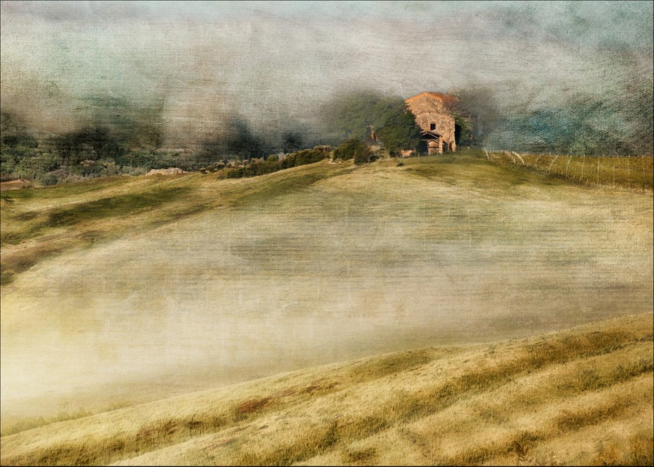 An attempt at showing the wonderful misty atmosphere of a morning in Tuscany.