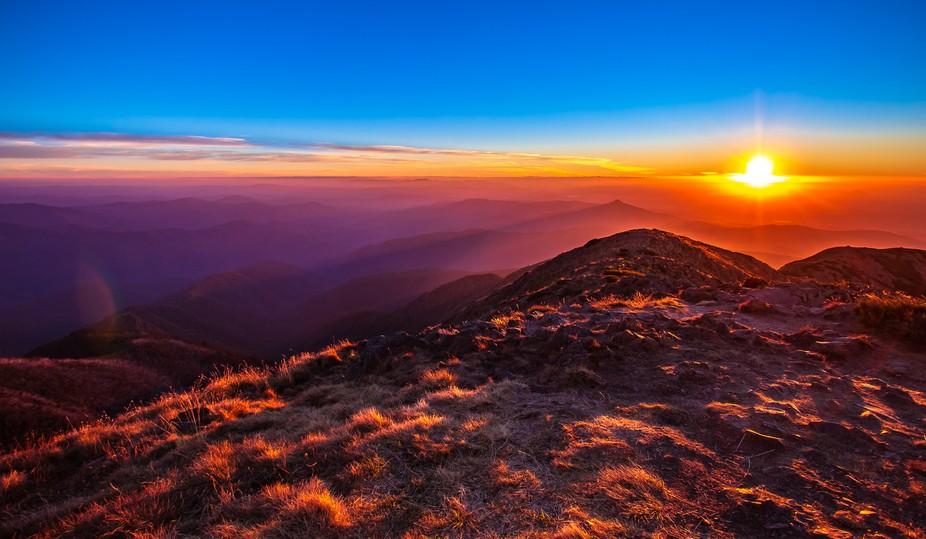 The sun sets over the high plains of Victoria, Australia