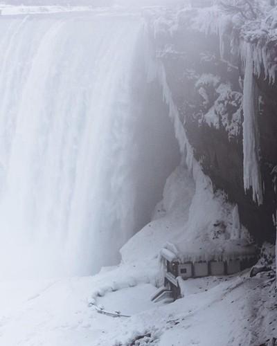 | Frozen Niagara Falls |