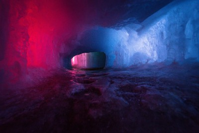 Bi-Color Tunnel MysteryBi-Color Tunnel Mystery - Ice Castles, 2.2018(IMG_9216