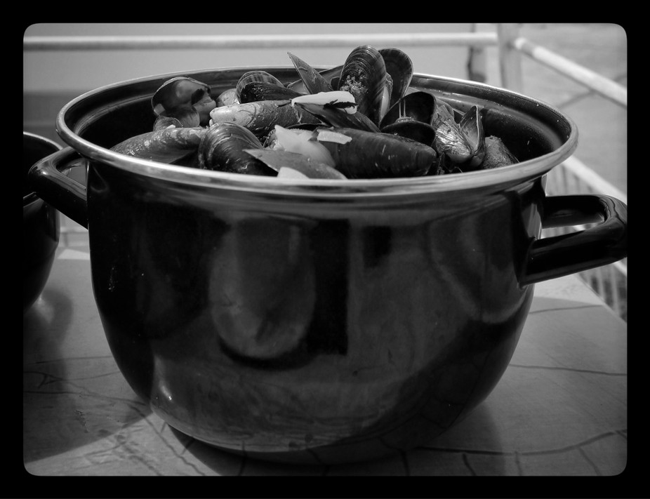 Moule seems like the National dish of Brittany