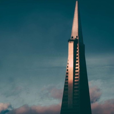 Shot of the Transamerica Pyramid from top of Nob Hill. The Transamerica Pyramid was the tallest skyscraper in San Francisco from 1972 to 2017, when it was surpassed by the Salesforce tower, but who's measuring . . . . .  #artofvisuals #citybestpics #agame